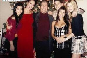 Ellen-Kardashian-with-Kardashians-at-XMas-1913134753907818054